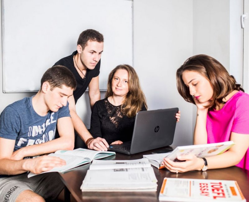 """""""Language Centre"""" invites the English speaker foreigners, who want to learn Russian language"""