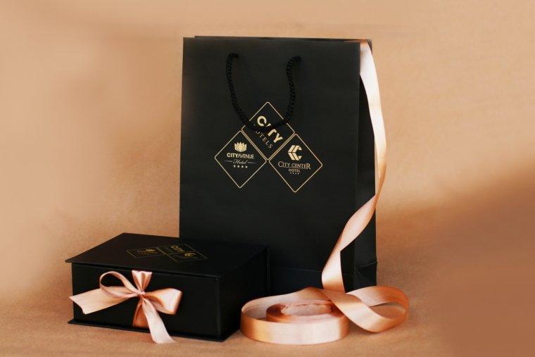 ყუთი და სასაჩუქრე ჩანთა