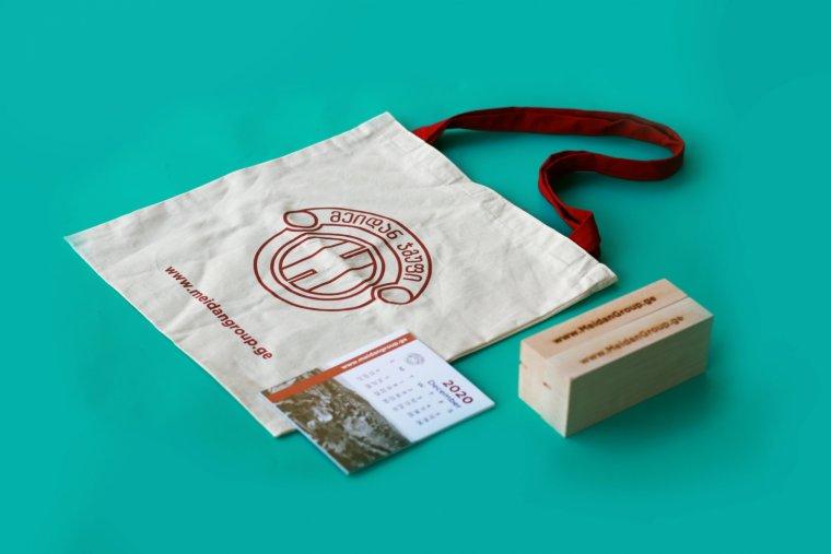 ბრენდირებული ჩანთა და კალენდარი