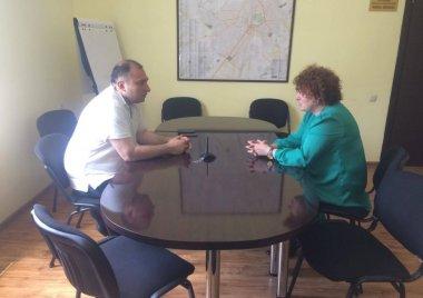 მერაბ ქვარაია ბიუროში ფიტნეს კლუბ-გამაჯანსაღებელი ცენტრის დირექტორს შეხვდა