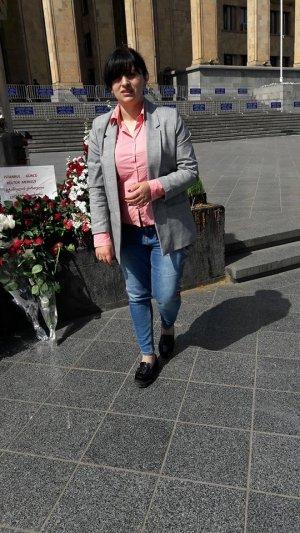 """Председатель """"Союза Грузинских Армян"""" Мари Аракелова возложила цветы к мемориалу 9 апреля"""
