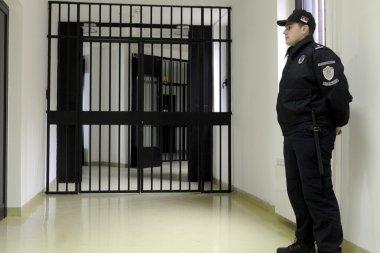 ციხის პერსონალი - მახინჯი სისტემის მსხვერპლი
