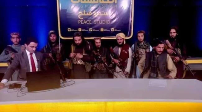 [VIDEO] შეიარაღებული მებრძოლები ინტერვიუს ფონზე - ავღანური მედიის ახალი რეალობა