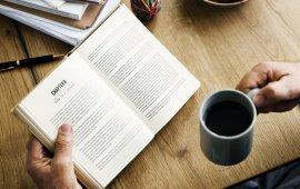 """2019 წელი ჟურნალისტიკაზე დაწერილი ახალი წიგნების სიმრავლით გამოირჩეოდა. მიმდინარე წელს ჟურნალისტების პროფესიული საქმიანობის შესახებ არაერთი საინტერესო წიგნი დაიწერა.  """"მედიაჩეკერი"""" 10 ასეთ წიგნს გაგაცნობთ:  """"საფოსტო გზავნილი"""" (Postgate) - წიგნი, იმის შესახებ მოგვითხრობს, თუ როგორ უღალატა Washington Post-მა საკუთარ მომხმარებელს უოთერგეითის ამბის გაშუქების დროს;  """"ჩვენი ქალები ადგილზე"""" (Our Women on the Ground) - ამანპურის წიგნი, რომელშიც 19 არაბი ქალი ჟურნალისტი იმის შესახებ საუბრობს, რას ნიშნავს იყო ჟურნალისტი მათ სამშობლოში;  """"News Room-ში არ ტირიან"""" (There's no Crying in Newsrooms) - წიგნი იმ გამოჩენილი ქალი ჟურნალისტების შესახებ გვიყვება, რომლებმაც ბოლო ოთხი ათწლეულის განმავლობაში მედიაორგანიზაციებში მათთვის დაწესებული ბარიერები გადალახეს;  """"ჟურნალისტური კვლევების საერთაშორისო ენციკლოპედია"""" - (The International Encyclopedia of Journalism Studies) - ახალი, საჭირო და მნიშვნელოვანი რესურსი ჟურნალისტიკის ფაკულტეტის სტუდენტებისთვის, მკვლევარებისა და აკადემიური პერსონალისთვის;  """"ჟურნალისტიკის სამყარო"""" (Worlds of Journalism) - წიგნი მოგვითხრობს როგორ აღიქვამენ ჟურნალისტები საკუთარ როლსა და პასუხისმგებლობას საზოგადოებაში;  """"არათავისუფალი პრესა"""" (Unfreedom of the Press) - New York Time-ის ყველაზე გაყიდვადი ავტორისა და Fox News-ის ვარსკვლავის მარკ ლევინის წიგნი იმის შესახებ, თუ როგორ იქცა დიდი ტრადიციების მქონე, თავისუფალი ამერიკული პრესა უკონტროლო პროფესიად, რომელის მიმართაც საზოგადოებამ ნდობა და რწმენა დაკარგა;  """"სამუშაო"""" (Working) - წიგნში პულიცერის პრემიის ორგზის მფლობელი, ცნობილი ჟურნალისტი რობერტ კარო საკუთარი ჟურნალისტური გამოცდილების შესახებ ყვება;  """"დამწყები რეპორტიორები"""" (Cub Reporters) - წიგნი მოგვითხრობს იმის შესახებ მეცხრამეტე საუკუნის მიწურულსა და მეოცე საუკუნის დასაწყისში როგორ იყენებდნენ ბავშვების გამოსახულებებს რეალური ისტორიებისა და ფაქტების დასამახინჯებლად.  აგროჟურნალისტიკა (Agricultural Journalism) - მნიშვნელოვანი ახალი წყარო აგროჟურნალისტიკის შესახებ სტუდენტებისა და აკადემიური პერსონალისთვის;  სპორტული ჟურნალისტიკა (Sports Journalism) - წიგნი მოგვითხრ"""