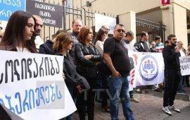 """გათავისუფლებულმა ჟურნალისტებმა """"იბერიას"""" სასამართლოში დავა მოუგეს"""