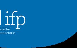 ახალგაზრდა პუბლიცისტების მხარდაჭერის ინსტიტუტი (ifp) ახალგაზრდა, გერმანულად მოსაუბრე ჟურნალისტებს ცენტრალური და აღმოსავლეთ ევროპიდან 2020 წლის 5-24 ივლისს სთავაზობს მონაწილეობის მიღებას სამკვირიან ზაფხულის აკადემიაში მიუნხენში.  ჟურნალისტიკის კლასიკური სტილისტური ფორმების (ახალი ამბები, ინტერვიუ, რეპორტაჟი) გარდა პროგრამაში იქნება ასევე ონლაინ ინფორმაციის მოძიება, ვერიფიკაცია და მობილური რეპორტაჟების შექმნა.  განაცხადების გაგზავნის ბოლო ვადაა 2020 წლის 15 თებერვალი.  დეტალური ინფორმაცია იხილეთ აქ: www.journalistenschule-ifp.de/ostkurs/ostkurs-2020