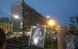 რუსმა ჟურნალისტმა ირინა სლავინამ პოლიციის შენობის წინ თავი დაიწვა. თვითმკვლელობამდე რამდენიმე საათით ადრე კი ჟურნალისტმა ფეისბუქზე დაწერა: