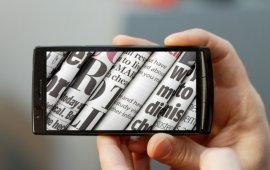 ჟურნალისტი სმარტფონით - მედია ცვლილების პროცესში