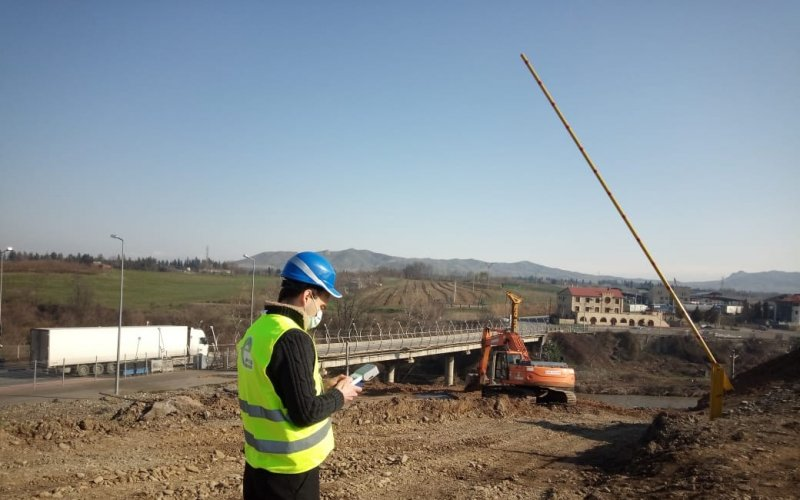 Measurement of noise, major air pollutants and water quality indicators within the Sadakhlo-Bagratasheni bridge construction project