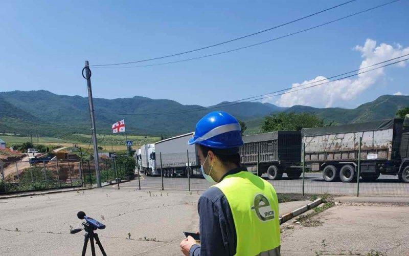 В рамках проекта строительства моста Садахло-Баграташени на территории Республики Армения измерение шума, вибрации, основных загрязнителей воздуха и показателей качества воды